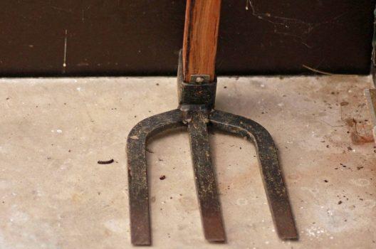 抜根で使う道具